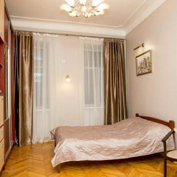 Продам 1 кімнатну квартиру, вул. Чорноморська
