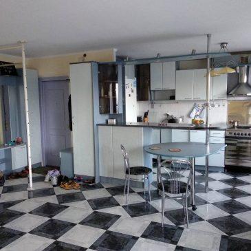 Продам 4 кімнатну квартиру, вул. Пасічна